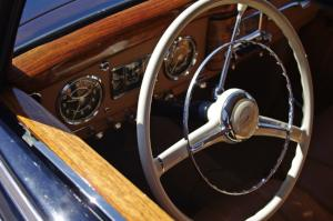 Mercedes-Benz 220 dashboard