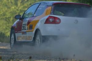 The VW GTI-Rally of Brian Dondlinger / Dave Parps rockets down the county road at the SS12.
