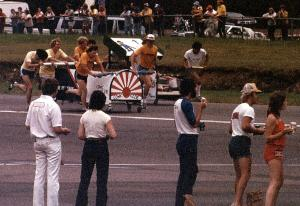 Midway through the 1980 BIR bed race the Comic Ozzie team peters out. Lew Winker photo.