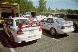 Bill Morton / Mike Busalacchi Mitsubishi Lancer Evo IV and Dean Panton / Michael Fennell Hyundai Elantra prior to the start.
