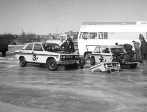 The Anderberg-Lund team of Hank Godfredson (Datsun 510) and Denny Popp (Austin Mini Cooper)