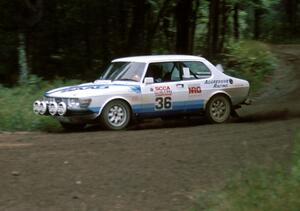 Sandy Liversidge / Boyd Smith in their SAAB 99.