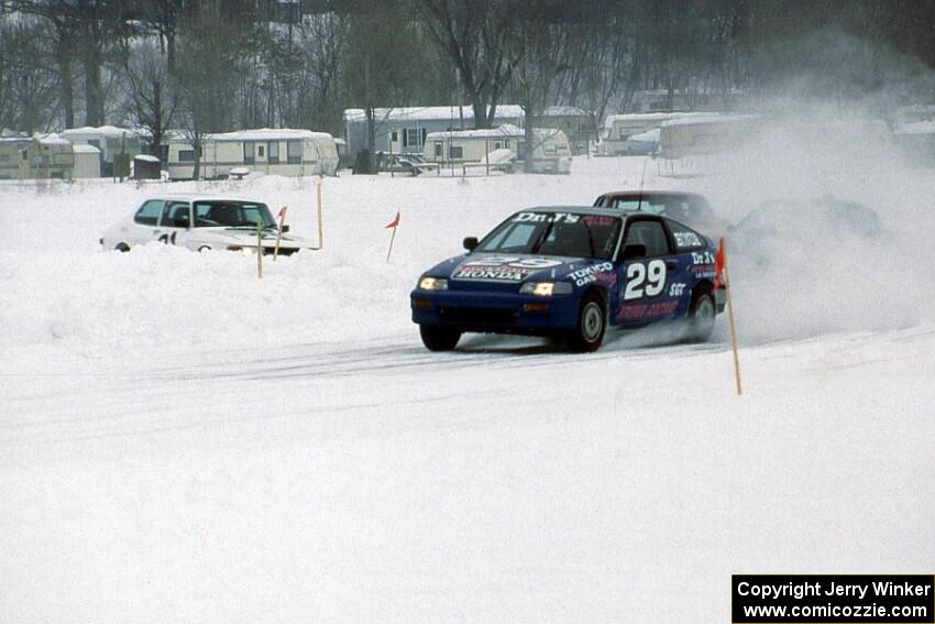 Peter Cunningham / Scott Kronn Honda CRX Si leads on lap one